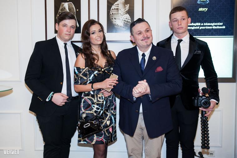 Galambos Lajos és családja.