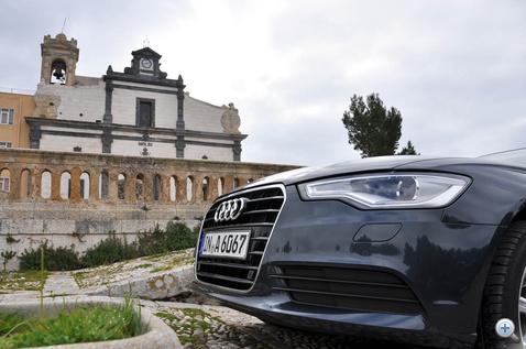 Bangle azt mondta anno, hogy az Audi nem tudja majd továbbvinni ezt a formavilágot, mert unalmas lesz. Majd talán a következő generációnál