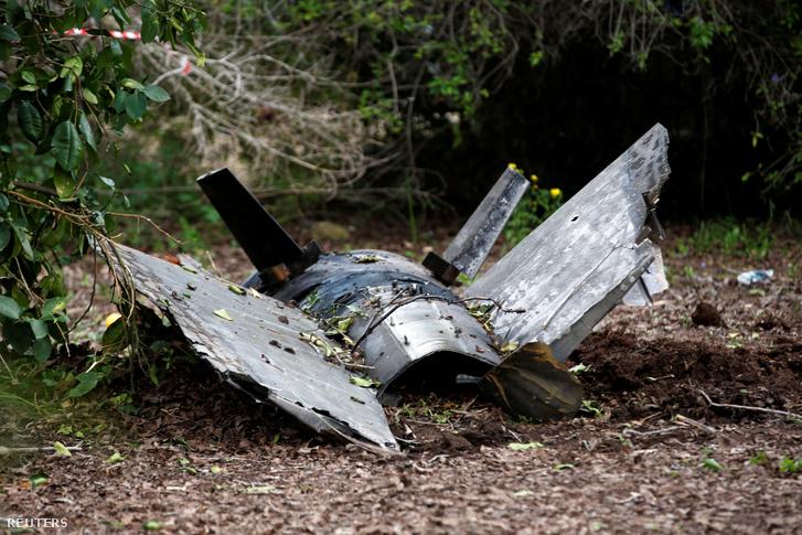 Egy szíriai légvédelmi rakéta maradványa az izraeli Alonei Abba-ban néhány kilométerre attól a helytől, ahol a lelőtt izraeli F-16-os maradványait megtalálták