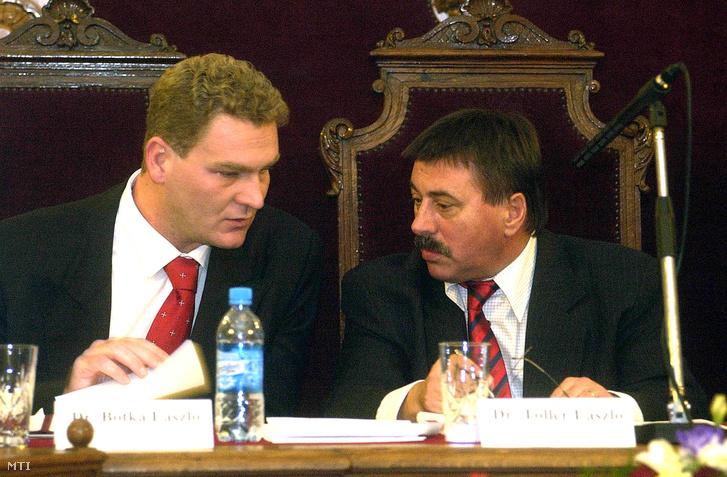 Botka László Szeged és Toller László Pécs polgármestere a szegedi városháza dísztermében ahol megrendezték a Megyei Jogú Városok Szövetsége idei második közgyűlését, 2004. november 26-án