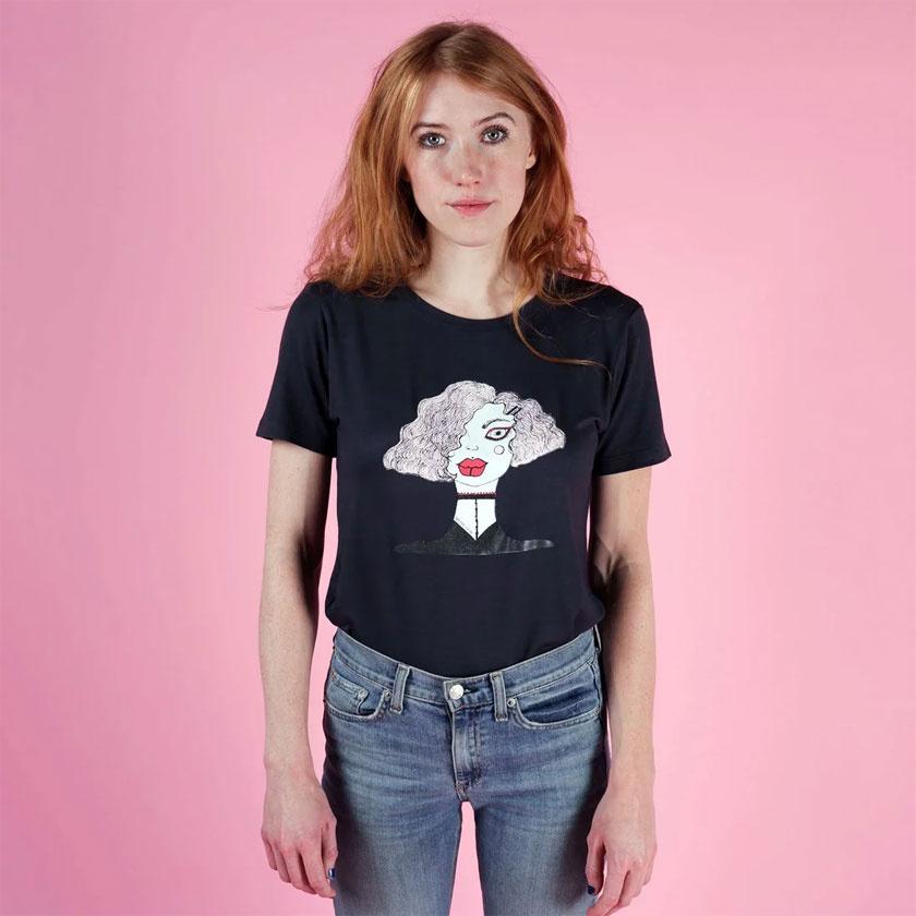 Bella Cruise első kollekciójának egy vidám darabja, és a pólók tervezése csak a kezdet.