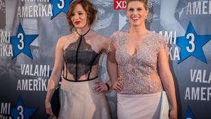 Meglepően átlátszó ruhákban érkeztek a Valami Amerika női a film bemutatójára