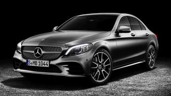 774 ezer autó visszahívására kötelezik a Mercedest