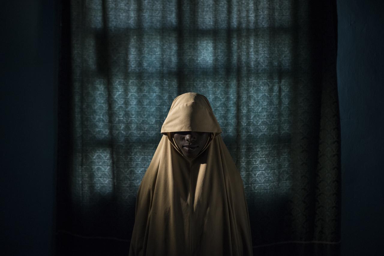 A 14 éves Aishát a Boko Haram fegyveresei rabolták el, és öngyilkos merénylőnek képezték ki. Amikor eljött az ideje, ráerősítették a robbanószerkezetet és elküldték a küldetésére, de a lánynak sikerült megszöknie.