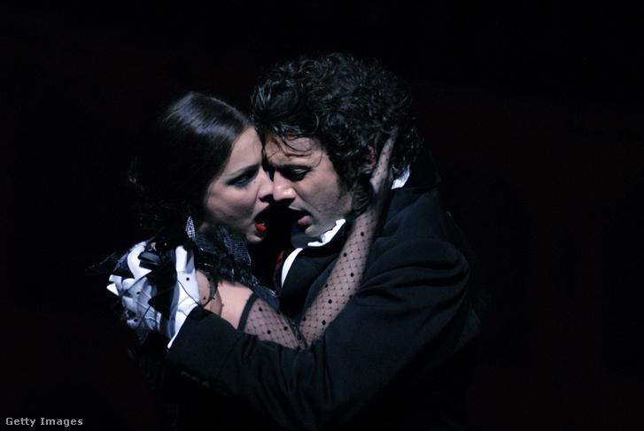 Anna Netrebko és Jonas Kaufmann a Traviatában a Royal Opera House színpadán (2008)