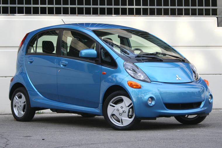 Mitsubishi MiEV – Nem mintha bárki nagy sikereket remélt volna egy villanyos Kei carnak Európában, de a Mitsubishi MiEV kudarca a bizonyíték: kétszer meg kell gondolni, érdemes-e célozni bármit a Rennault Zoe alá a műfajban