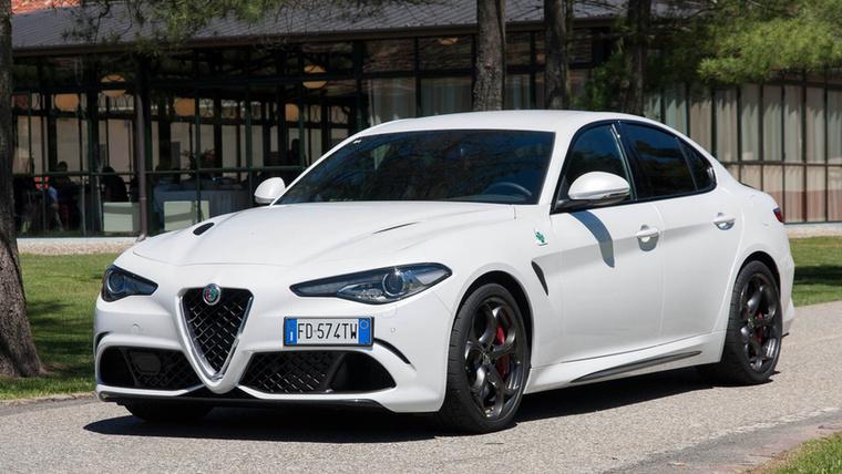 Alfa Romeo Giulia – Hiába rajongták körbe a világ autós újságírói, a számok alapján a Giulia sajnos bukta lett