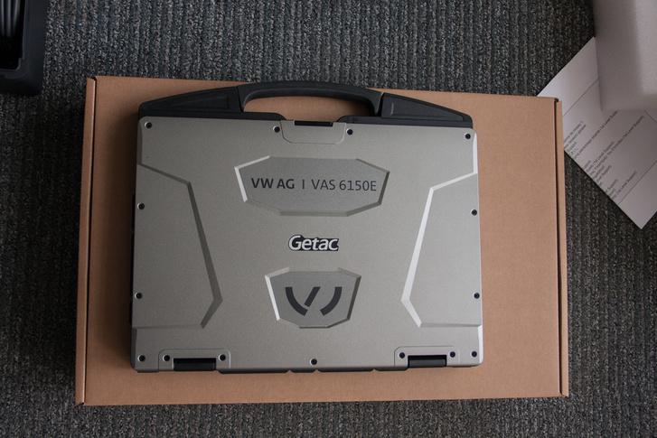 VW AG VAS 6151E a hivatalos neve az új rendszernek, az új Getac már logózva, így kapják meg a szerződött partnerek