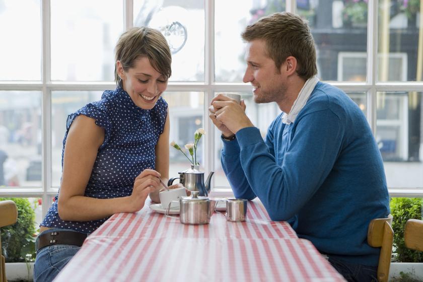 randevú valakivel, amely váláson megy keresztül