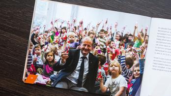 Simicskó István a gyerekekkel pózoló politikusok országos bajnoka