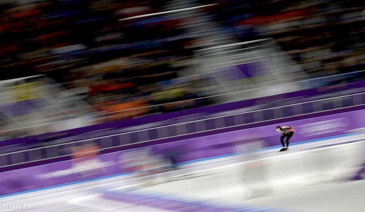 A kanadai Ted-Jan Bloemen a phjongcshangi téli olimpia férfi 10 000 méteres gyorskorcsolyaversenyében