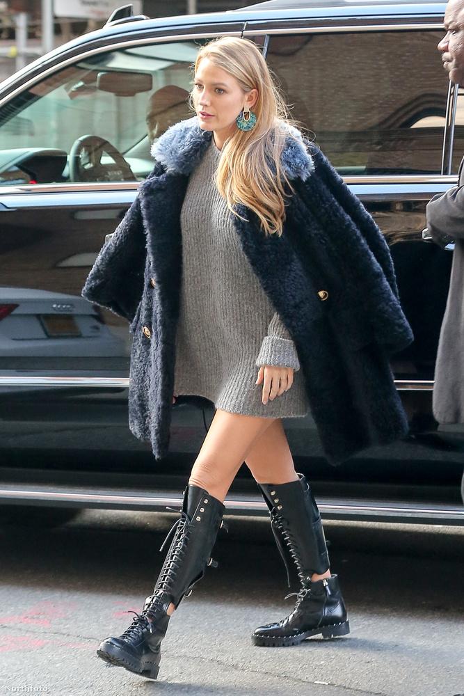 Itt már látszik, hogy nem csak egy kabát van rajta, hanem pulóver is