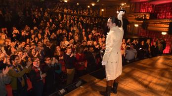 Egy modern történelemlecke, ami túlnőtt a színházon