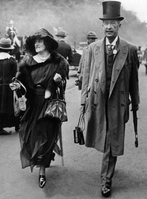 Lady és Lord Carnarvon egy versenyen 1921-ben.