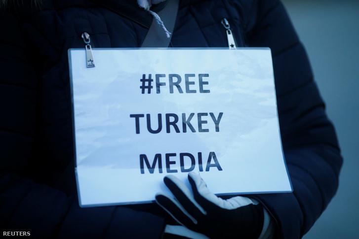Berlinben tüntettek a szabad török médiáért