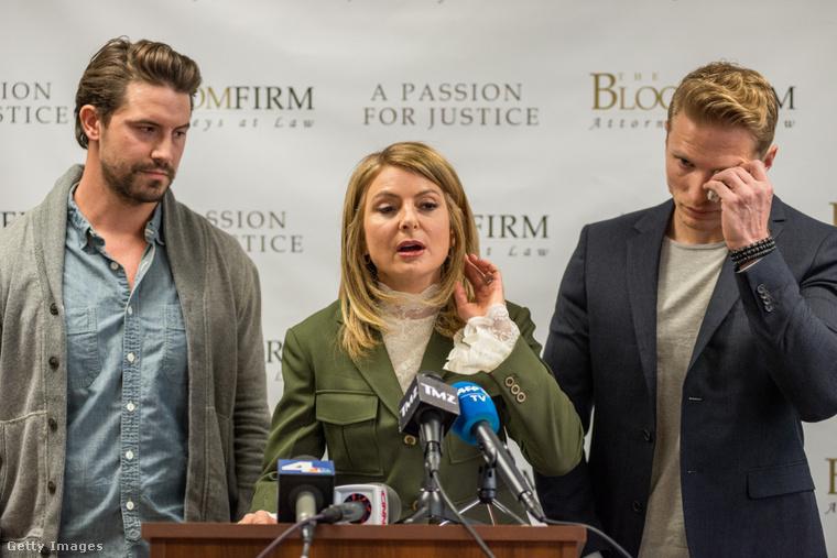 Mark Ricketson és Jason Boyce ügyvédnőjük társaságában jelentik be, hogy perelni fognak.