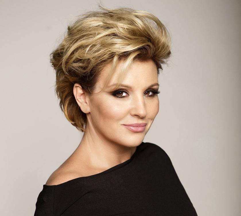 Liptai Claudiát 1988-ban rossz magaviselete és igazolatlan órái miatt eltanácsolták a Kaffka Margit Gimnázium képzőművészeti szakáról.