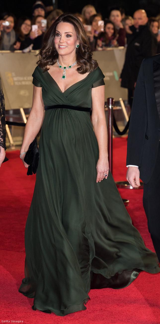 Egyrészt megint megnézhetik hogy nő Katalin hercegné hasa.