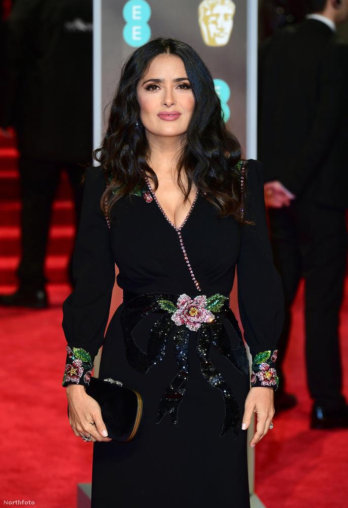Salma Hayek is megtalálta az arany középutat a Time's Up melletti kiállás és az ízlésesen dögös megjelenés között.