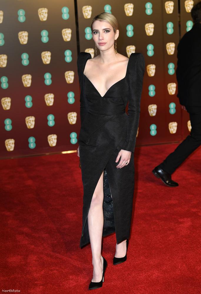 Emma Roberts volt a legmerészebb ezzel a mélyen dekoltált ruhával.