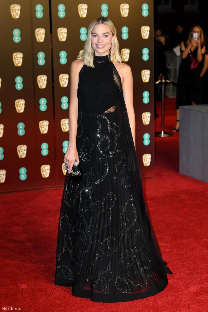 Margot Robbie a sugárzó, Colgate-reklámba illő mosolyával tarolt inkább.