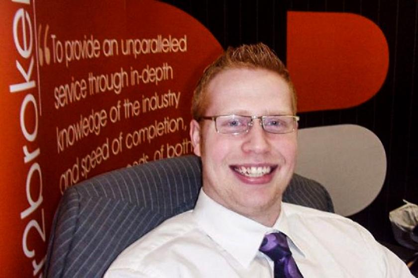 Így nézett ki Gwilym Pugh szégyenlős, 21 éves biztosítási ügynökként. Azóta sokat fogyott, szakállat növesztett, és hosszabb lett a haja is.