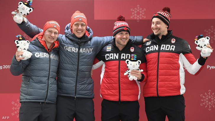 Francesco Friedrich és Thorsten Margis német bobosok és a kanadai Justin Kripps és Alexander Kopacz a dobogó első fokán