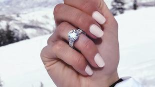 Vajna Tímea a saját cége által fizetett hirdetésben reklámozza a saját gyémántbizniszét