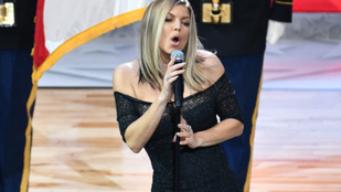 Fergie nyilvánosan bocsánatot kért a túl szexire sikerült himnusz miatt