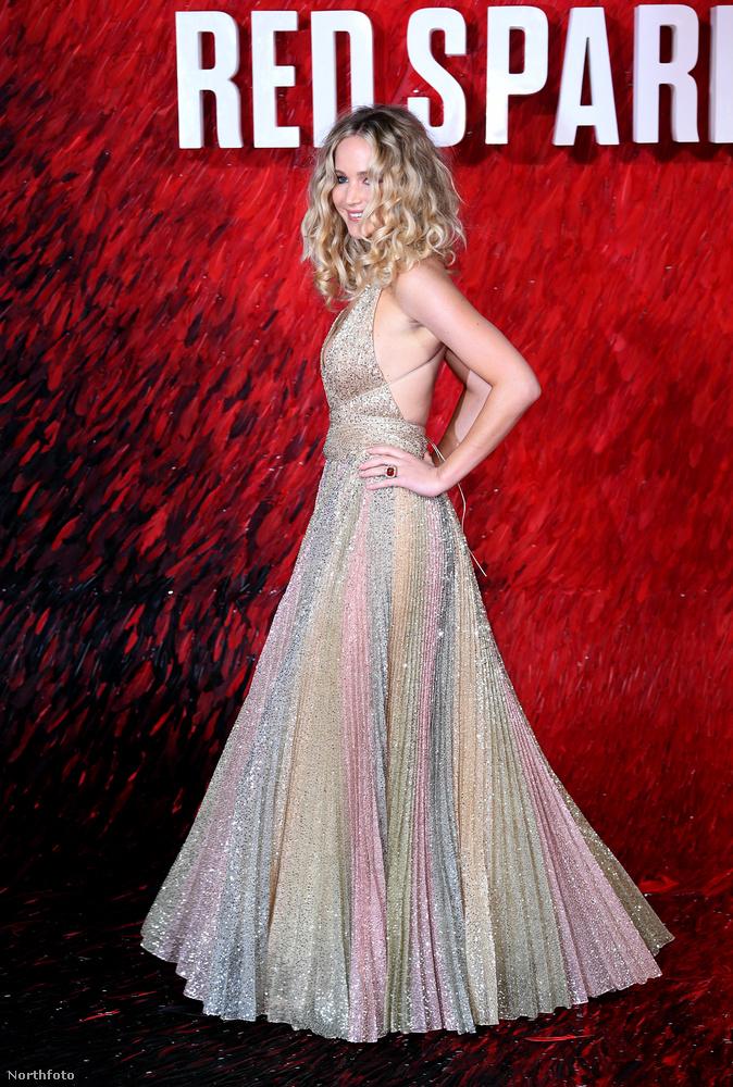 Azon nem lepődtünk meg annyira, hogy Jennifer Lawrence Vörös veréb című filmjének világpremierje nem szerény kis országunk még szerényebb fővárosában volt, hiába hitegetett minket a színésznő azzal, hogy ő aztán nagyon azon lesz, hogy Budapesten legyen a bemutató.