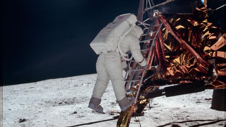 Mik voltak a holdraszállás során először elhangzó szavak?