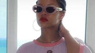 Rihanna a pólóján ekézi saját magát