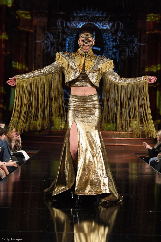 Ez a kép a Divamp Couture bemutatóján készült