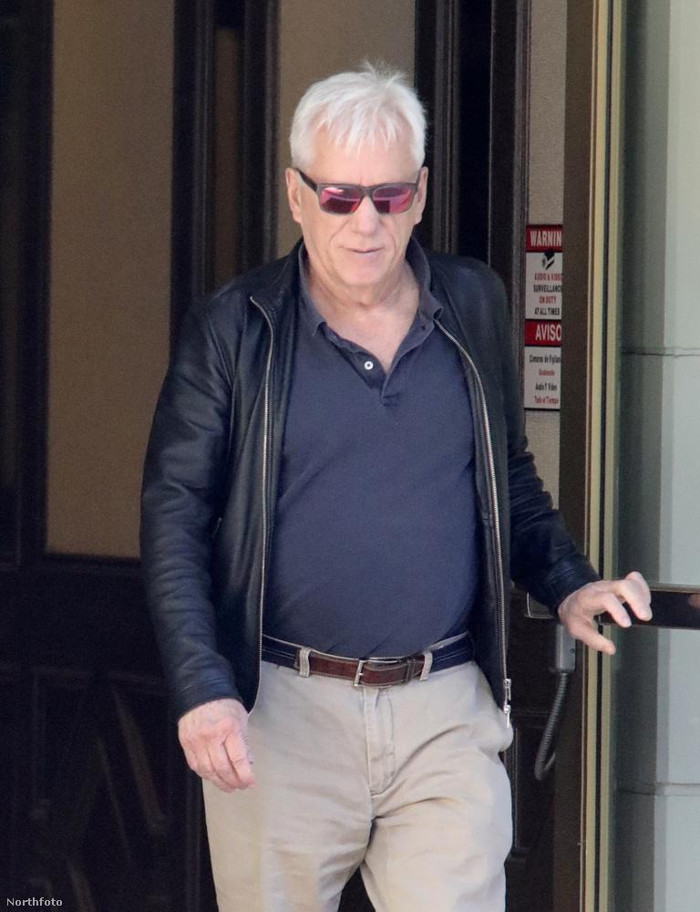 EXKLUZÍV!James Woods sietősen elhagyja a bíróságot a 3 millió dolláros pere után