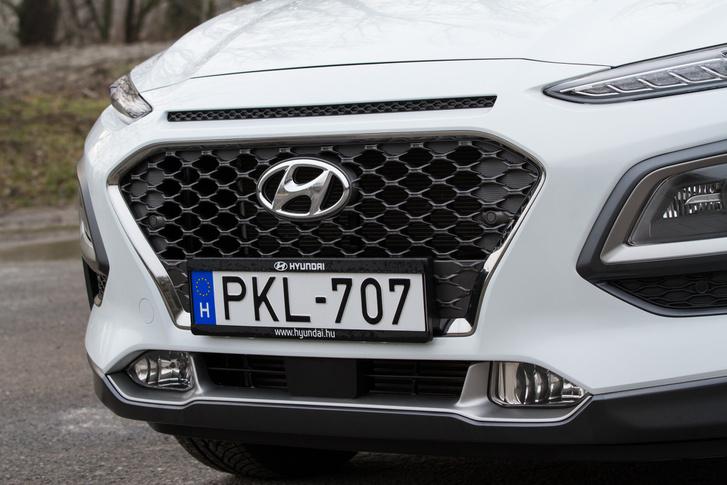 A maszk jól illeszkedik a Hyundai aktuális arculatába, de kis módosítással Audi is lehetne