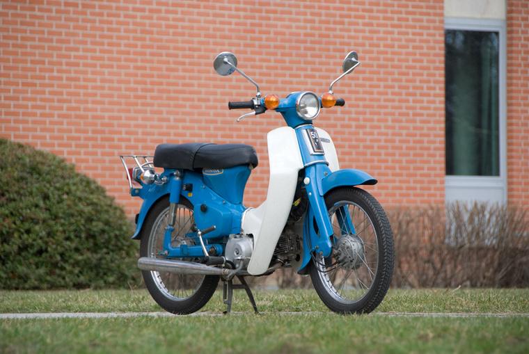 Honda Super Cub:                         Még egy körváltós régi gyötrelem is felkerülhet a listára, ha műszakilag annyira finom tárgy, mint a Honda Super Cub