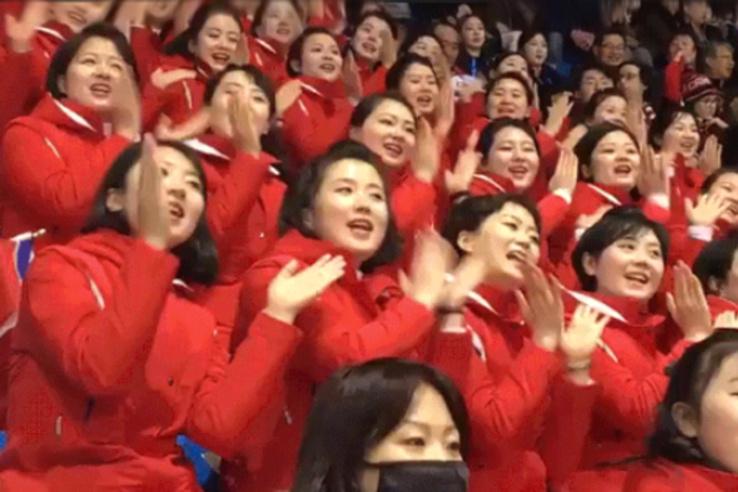 Van valami rémisztő az észak-koreai szurkolócsapatban - Nem irigyeljük őket