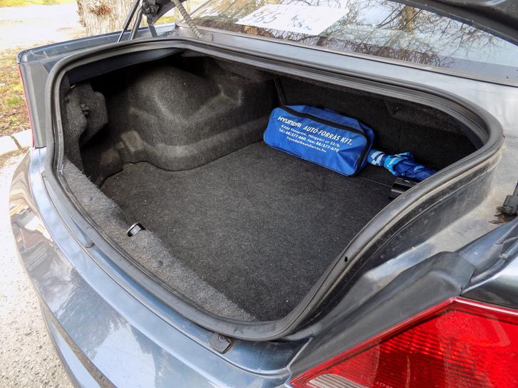 Székesfehérvári kereskedésben vásárolt amerikai autó, veszprémi Hyundai táskával