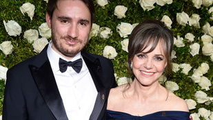 Sally Field össze akarta boronálni a fiát egy műkorcsolyázóval