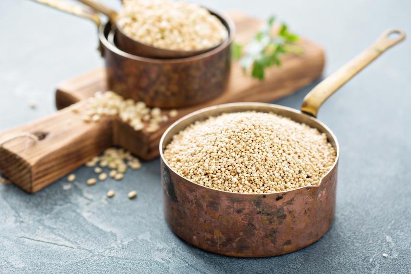 A legtöbb gabonaféléhez képest a quinoa sokkal több fehérjét és rostot, mégis kevesebb szénhidrátot tartalmaz. Ez azért fontos, mert mindkettő segít az étvágycsökkentésben, így megkönnyíti a diéta tartását.
