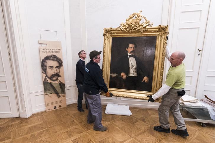 Barabás Miklós 1856-ban festett Arany János portréja a budapesti Petõfi Irodalmi Múzeumban 2018. február 20-án. A múzeum szakemberei végeztek a nagyszalontai Csonkatoronyban mûködõ Arany János Emlékmúzeum Budapestre szállított kiállítási tárgyainak restaurálásával.