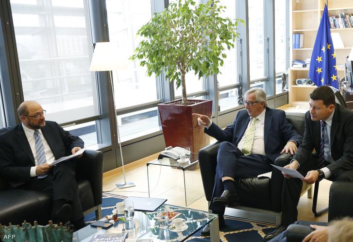 Jean-Claude Juncker, Martin Schulz és az akkor még kabinetfőnök Martin Selmayr Brüsszelben 2016. június 24-én