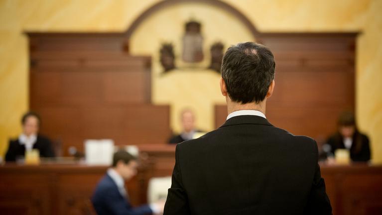 Ismét alkotmányjogi panasszal menekülne az ítélet elől a lúgos orvos