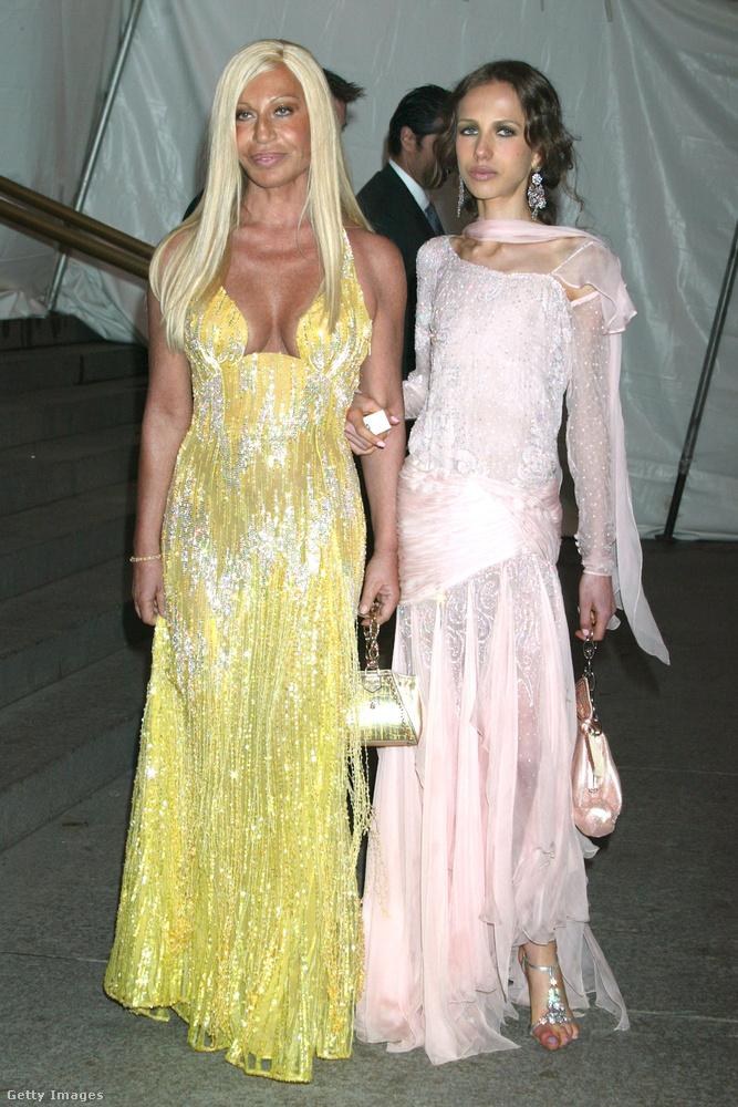 Donatella Versace és lánya, Allegra 2005-ben New Yorkban