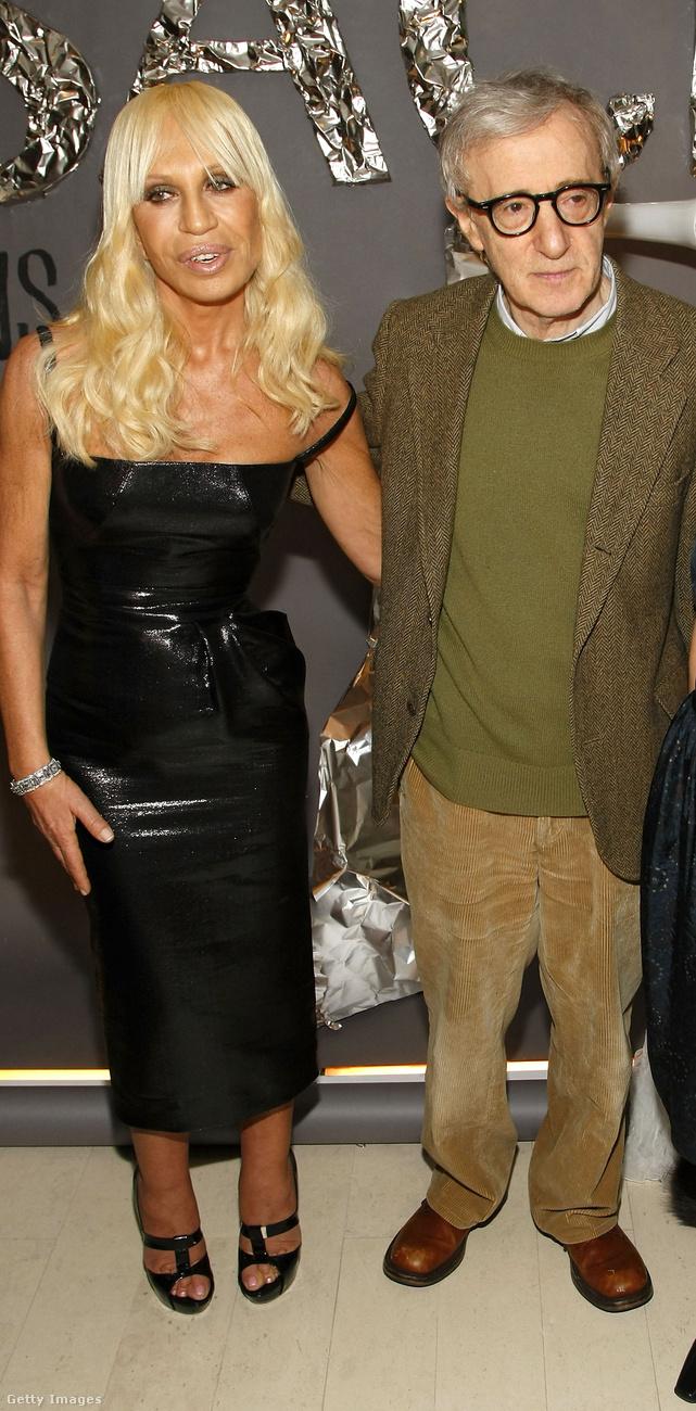 A bölcsész-erdésznek öltözött Woody Allennel 2008-ban a New York-i Barneys áruházban.