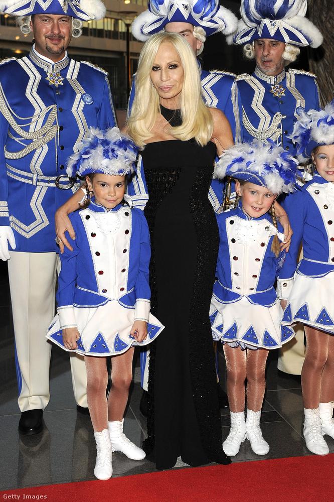 Donatella Versace a Voguenak bevallotta, hogy gyakorlatilag semmilyen ételt nem tud elkészíteni.