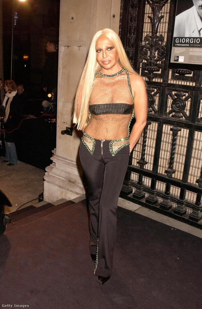Kim Kardashianra emlékeztet Donatella Versace ezen a 2003-as fotón.