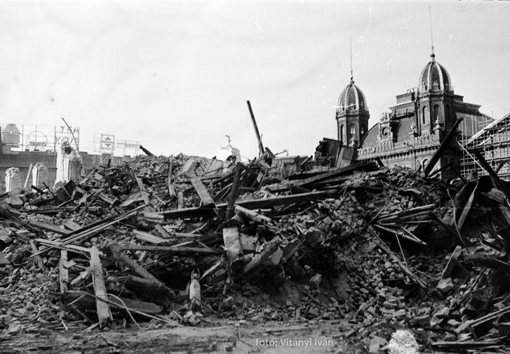 A ház romjai a bontás után