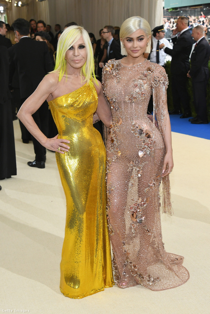 Donatella Versace szerint a művészet és az étel miatt jó Olaszországban élni.