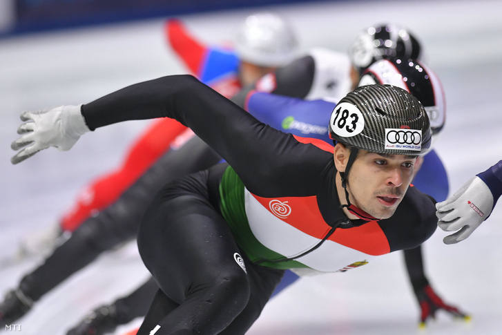 Burján Csaba az 1000 méteres táv selejtezőjében a rövidpályás gyorskorcsolyázók olimpiai kvalifikációs világkupa-sorozatának első állomásán a budapesti BOK Csarnokban 2017. szeptember 29-én.
